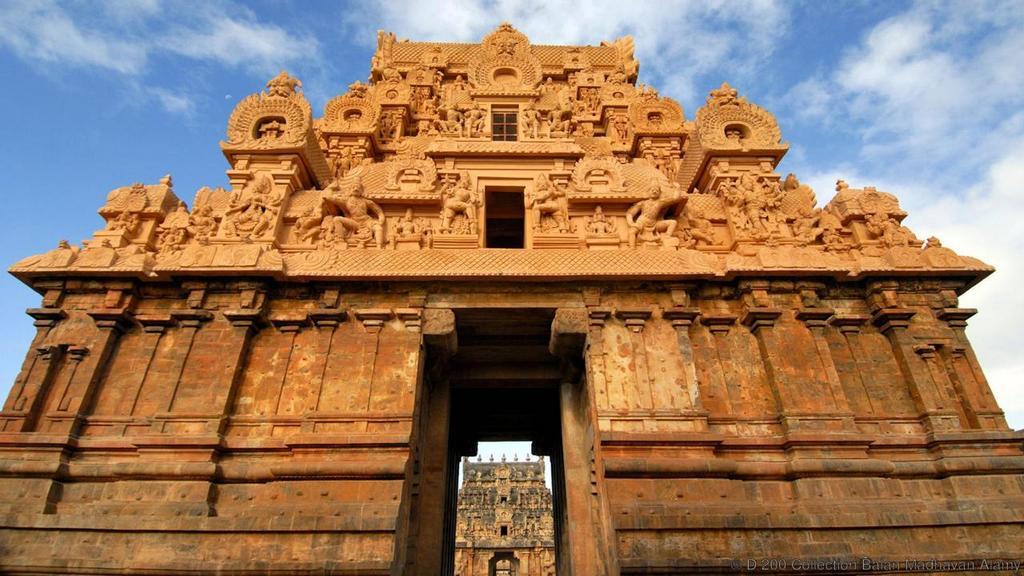 Brihadeeswara Temple india most beautiful palces of worship around the world