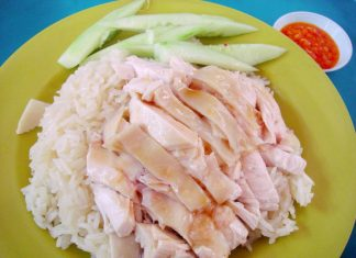 Chicken rice things to eat in Singapore