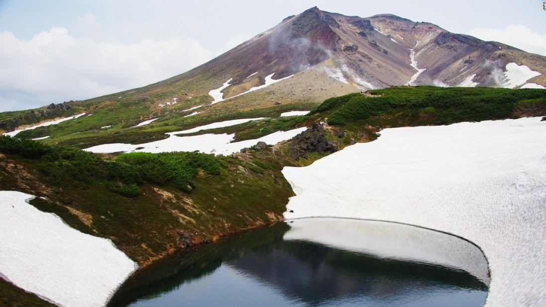 asahidake moutain hokkaido top spectacular beautiful mountains in japan