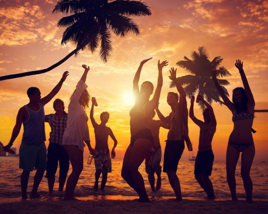 beach party boracay things to do 2