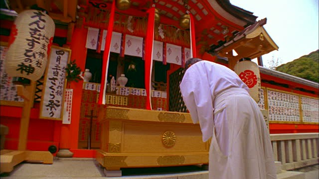 bow twice, clap twice, then bow once more, pray at shrines, Japanese shrines, Japan