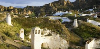 living in cave houses in andalucia southern spain (1)