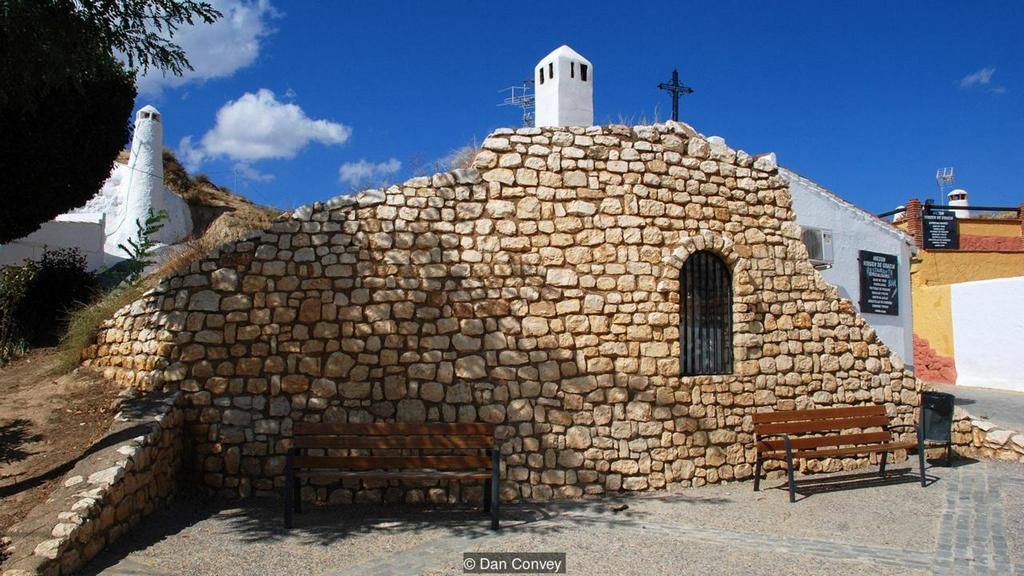 living in cave houses in andalucia southern spain (6)