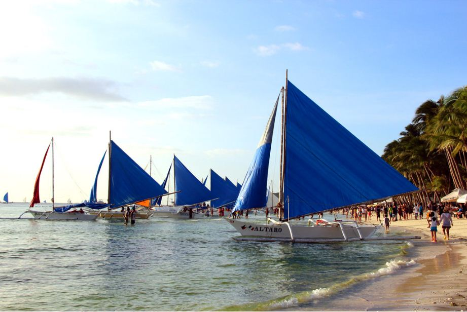 paraw-sailing-boracay-philiipines things to do 2
