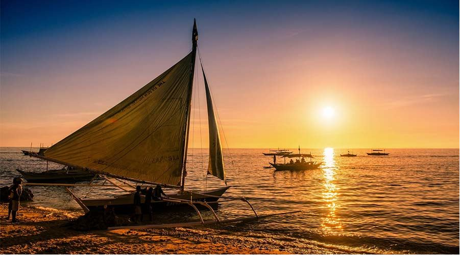 paraw-sailing-boracay-philiipines things to do