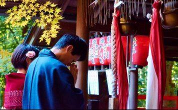 pray at shrines, Japanese shrines, Japan