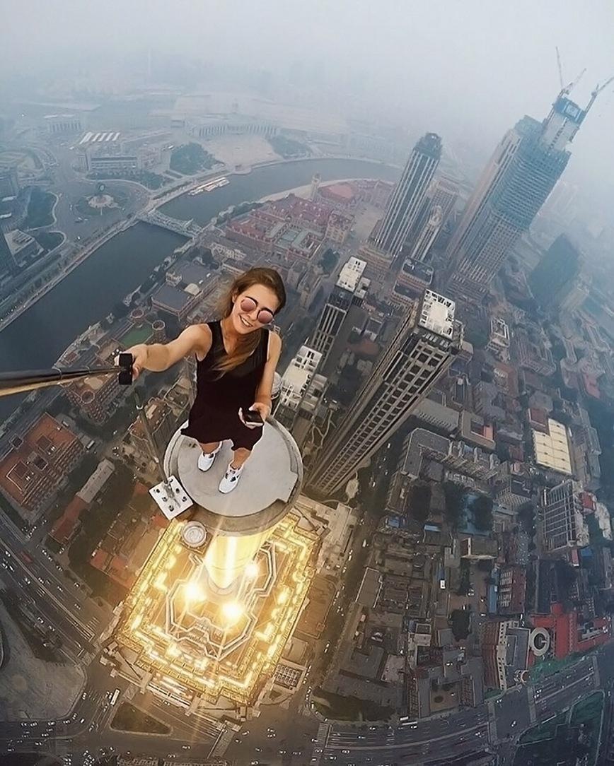 roof-climbing-girl-dangerous-selfies-angela-nikolau-russia-photos adventure (1)