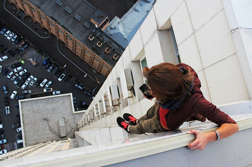roof-climbing-girl-dangerous-selfies-angela-nikolau-russia-photos adventure (1)