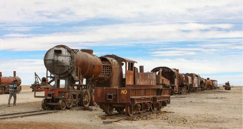 train, travel guide, salt pan, Salar de Uyuni, Bolivia