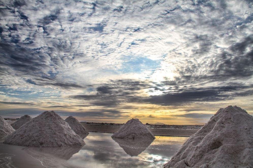salt pan, trave guide, Salar de Uyuni, Bolivia