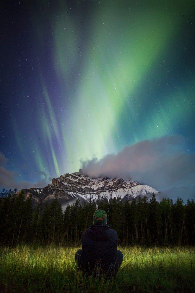 auroras Cascade moutain banff