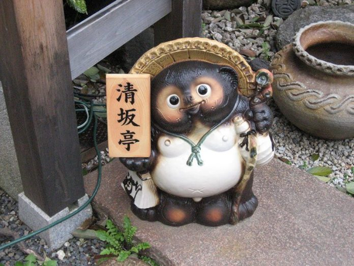 tanuki-statue-ratel-symbol of lucky-japan