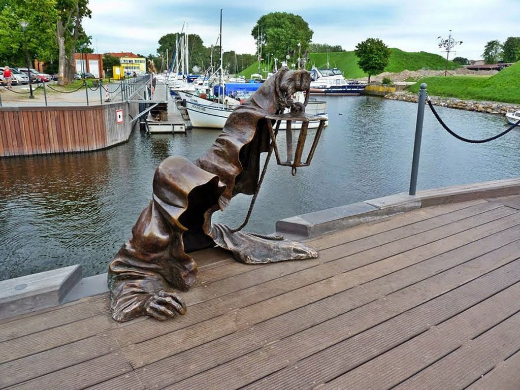 Dark ghost shadow statue-Klaipeda-most creative sculpture-around the world1