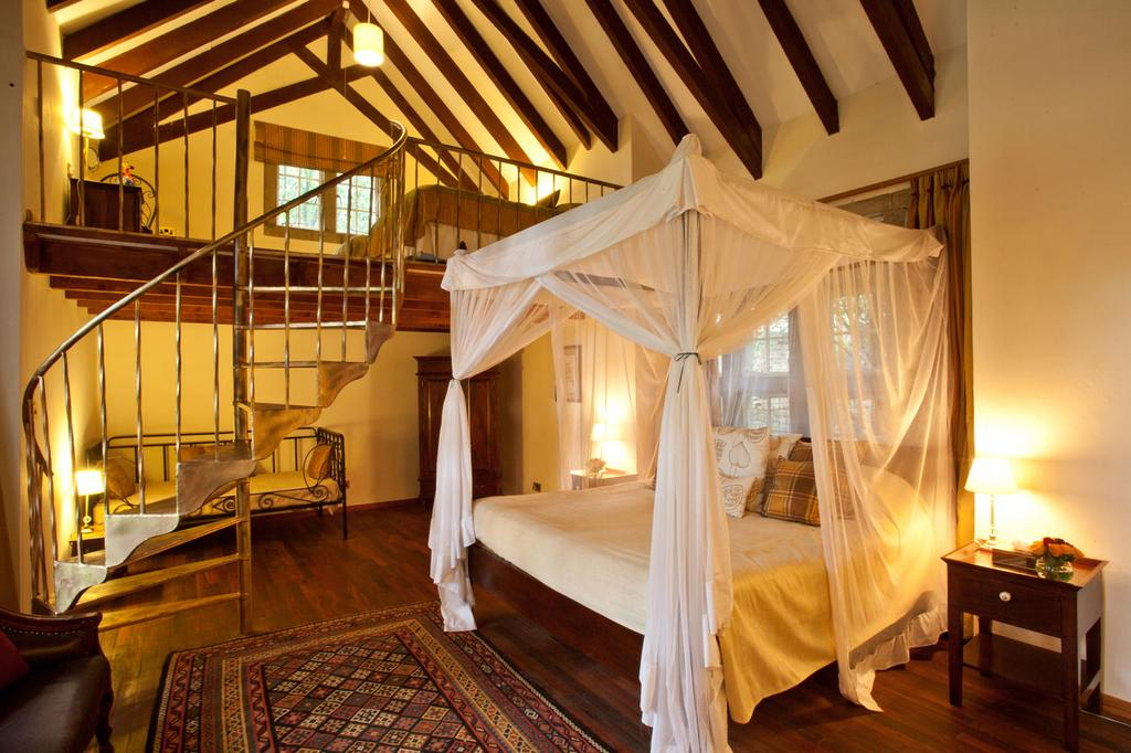 giraffe-manor-between-nairobi-and-the-ngong-hills-nature-reserve-enjoy breakfast
