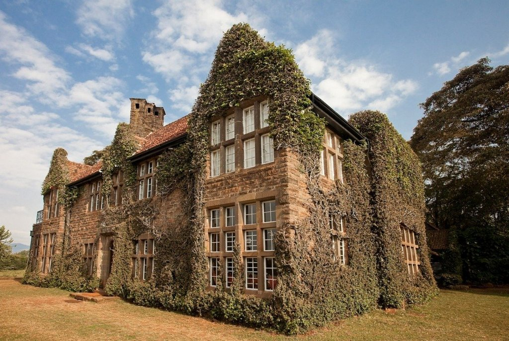 giraffe-manor-it-is-located-between-nairobi-and-the-ngong-hills-nature-reserve