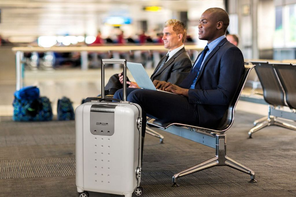 Andiamo IQ-suitcase can charge for iPad-travel tip