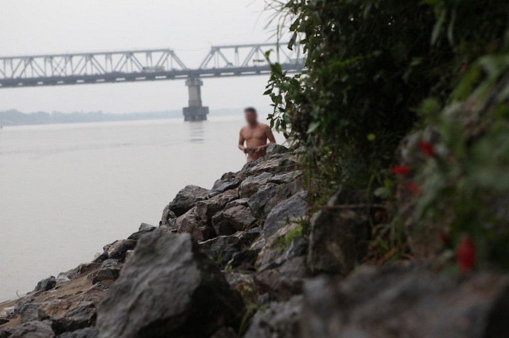 Red River's middle bank, Hanoi, Vietnam top nudist beaches