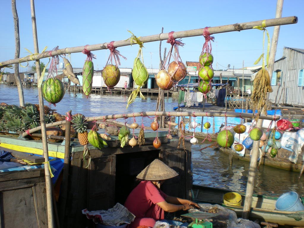 cai be floating market tien giang province