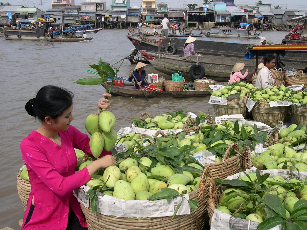 cai rang floating market can tho province mekong delta attractions