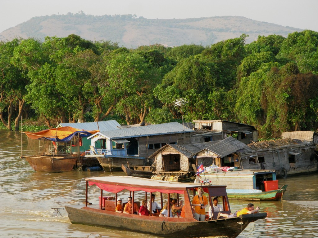 tonle sap lake siem reap cambodia Image by: best places to visit in siem reap blog.
