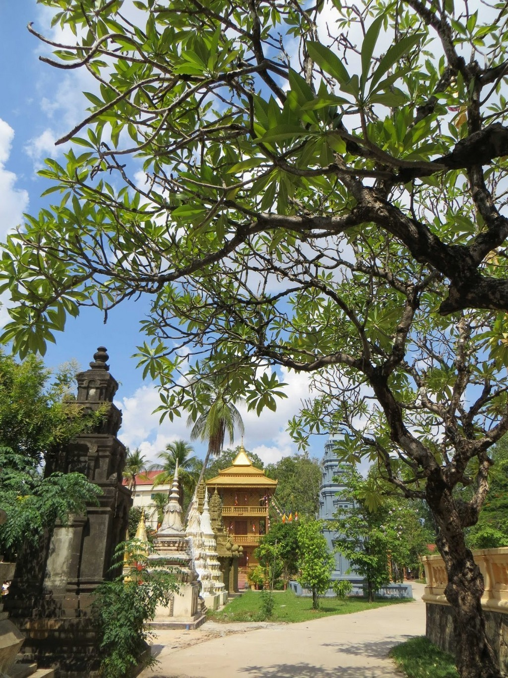Wat Damnak Pagoda siem reap Image by: best places to visit in siem reap blog.