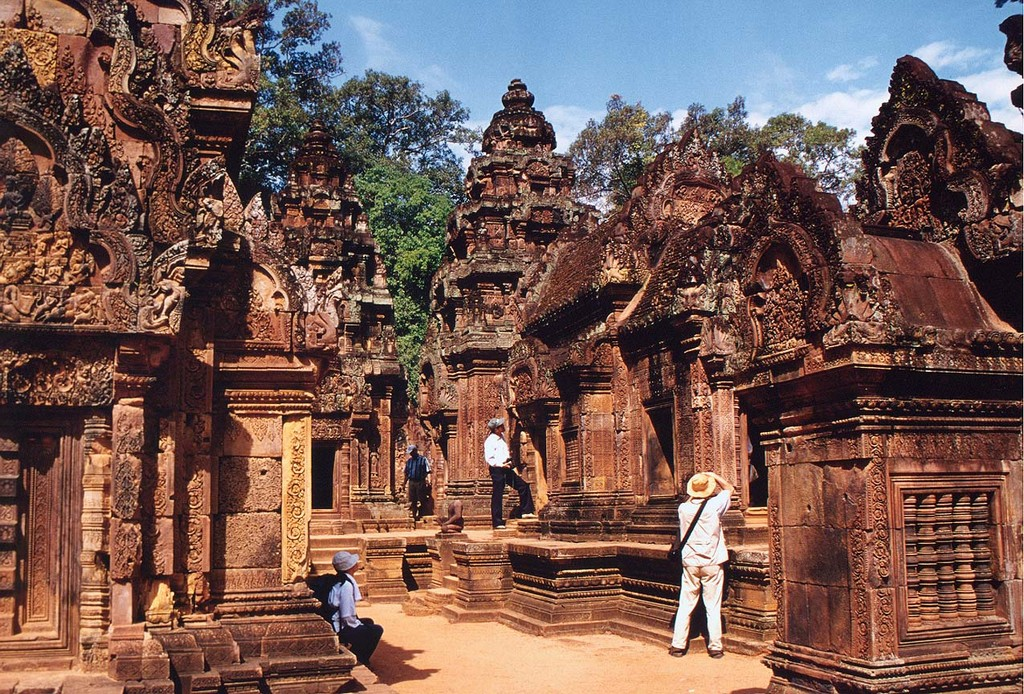 Prasat Banteay Srei cambodia Image: siem reap tourist attractions blog.