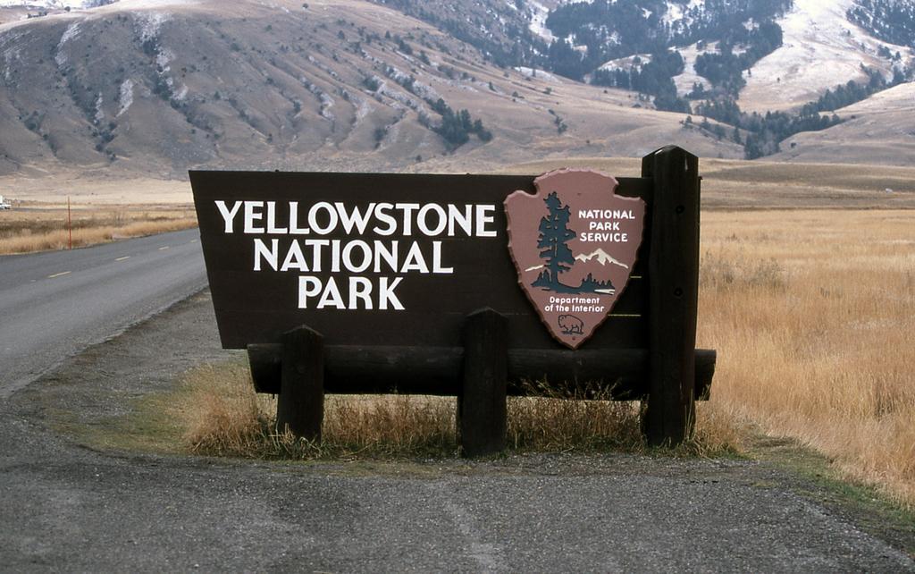 make-plan-trip-to-lake-of-yellowstone-national-park1