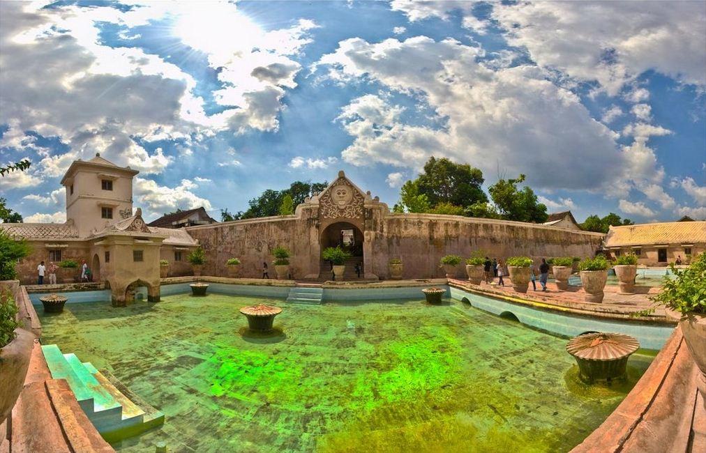 taman-sari-water-castle-yogjakarta-indonesia-tourist-attractions