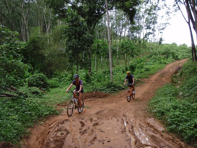 bicycle-driving-relax-tip-to-save-budget-for-a-trip-to-phuket
