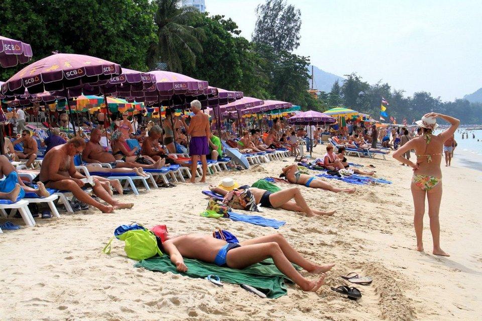 Overcrowded at Phuket beach