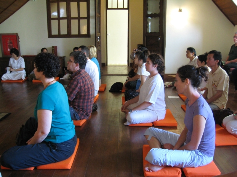 free-meditation-classes-in-wat-maha-that-free-experience-when-traveling-to-bangkok1