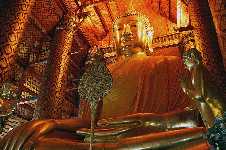 free-meditation-classes-in-wat-maha-that-free-experience-when-traveling-to-bangkok2