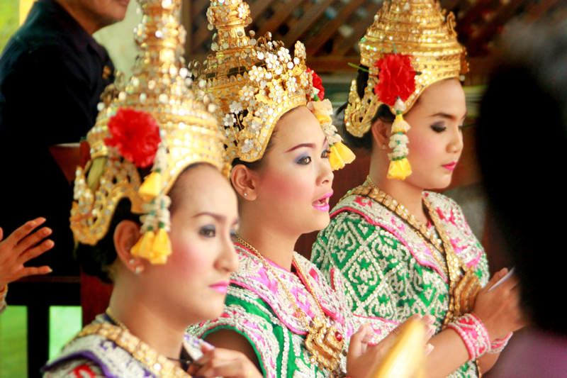 see-thai-dancers-at-erawan-shrine-free-experience-when-traveling-to-bangkok