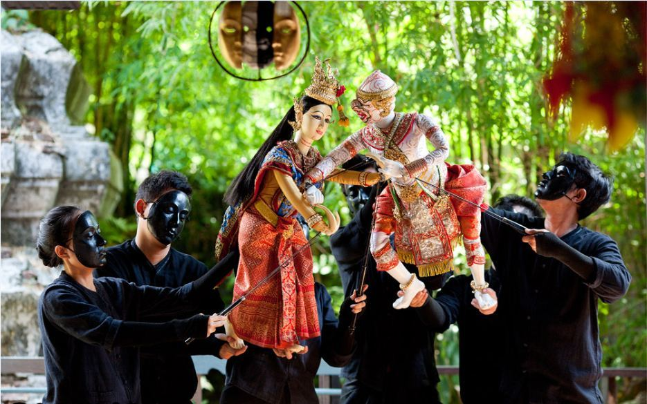 traditional-thai-puppet-show-in-the-artists-house-free-experience-when-traveling-to-bangkok