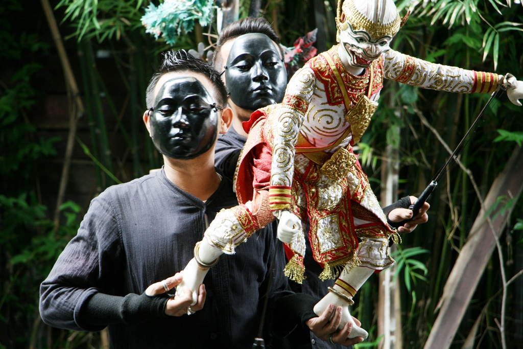 traditional-thai-puppet-show-in-the-artists-house-free-experience-when-traveling-to-bangkok1