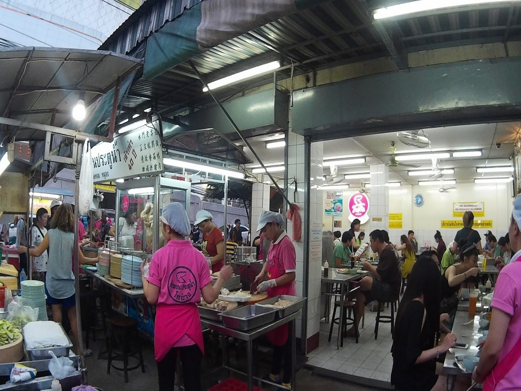 pratunam chicken rice pink uniform