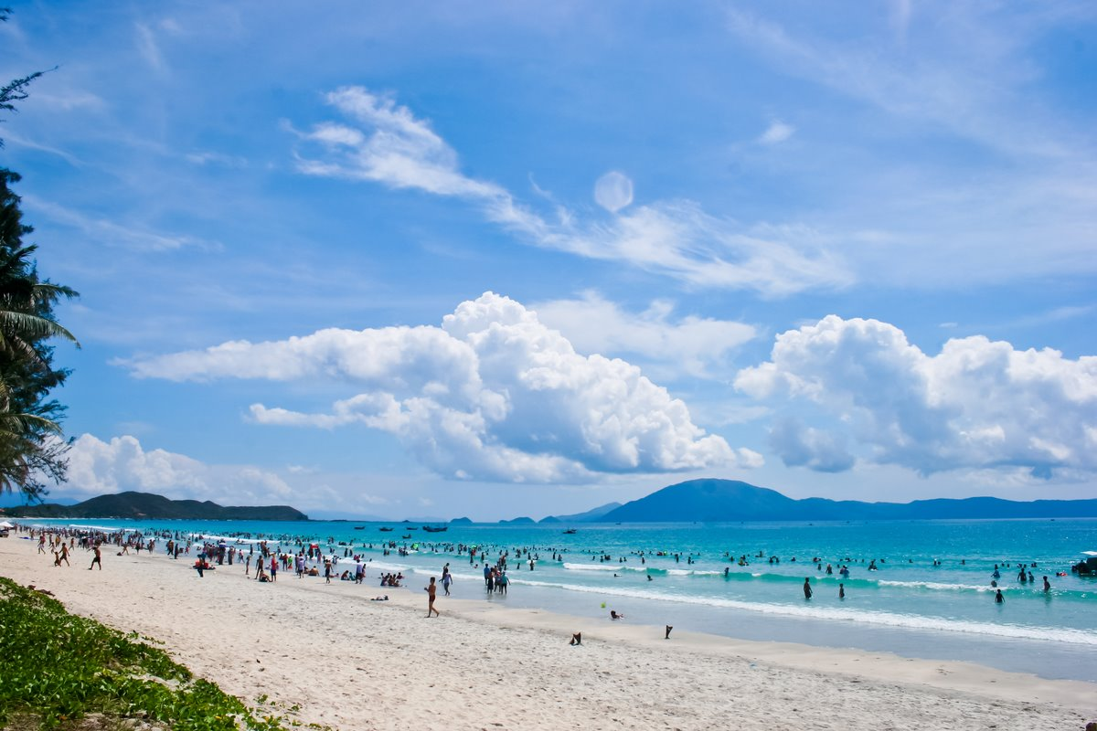Doc let-beach-Nha-Trang-Beach-beautiful-beaches-and-island-nha-trang13