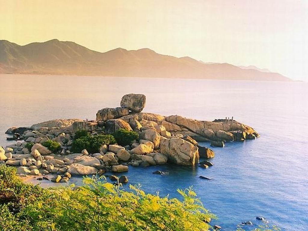 Chong Promontory-Nha-Trang-Beach-beautiful-beaches-and-island-nha-trang12