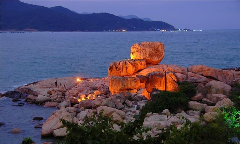 Chong Promontory-Nha-Trang-Beach-beautiful-beaches-and-island-nha-trang1