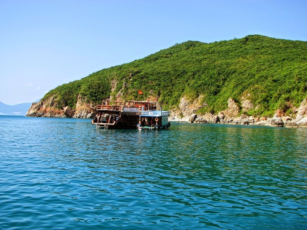 Hon mot-island-Nha-Trang-Beach-beautiful-beaches-and-island-nha-trang