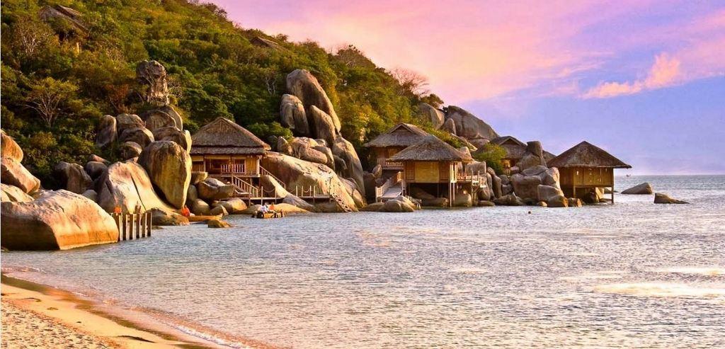 Van-Phong-Bay-Nha-Trang-Beach-beautiful-beaches-and-island-nha-trang