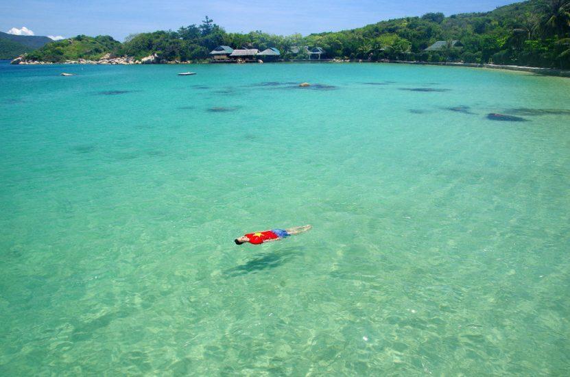 Van-Phong-Bay-Nha-Trang-Beach-beautiful-beaches-and-island-nha-trang1