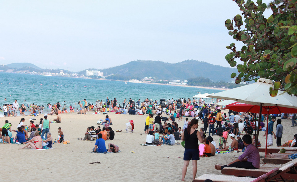 tourists on nha trang beach