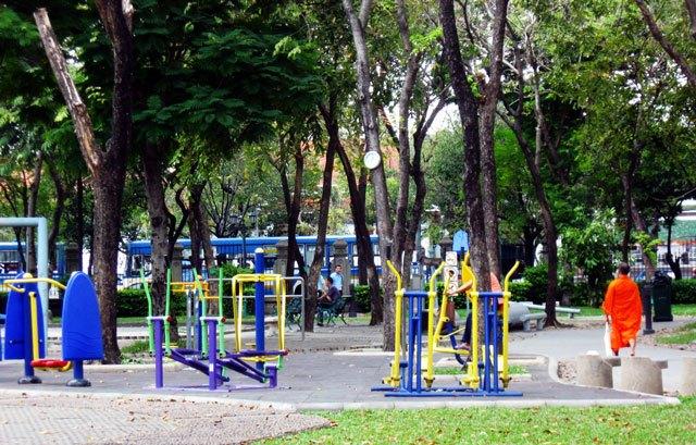 Romaneenart Park-best bustling place in Chinatown - Bangkok2