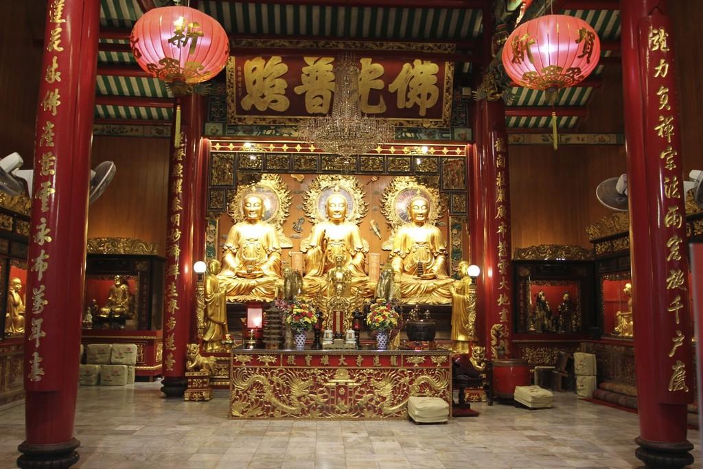 Wat Mangkol Kamalawat-best bustling place in Chinatown - Bangkok