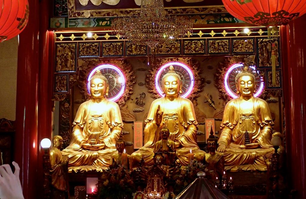 Wat Mangkol Kamalawat-best bustling place in Chinatown - Bangkok1
