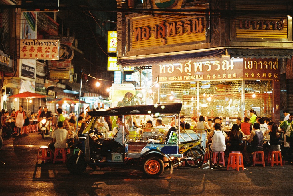Yaowarat Road at night-best bustling place in Chinatown - Bangkok2