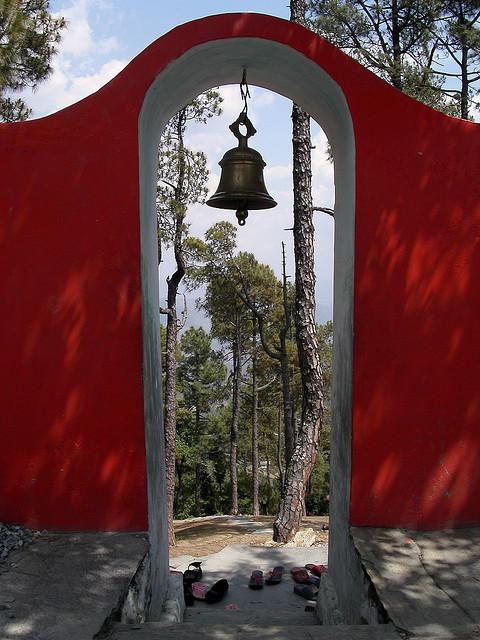 kasar devi temple uttarakhand gate 3