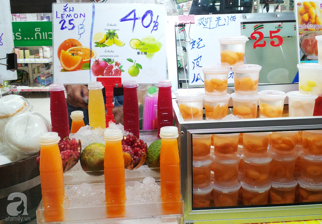 yaowarat street food chinatown bangkok street food pomegranate juice