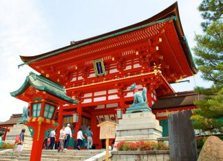 Fushimi Inari Shrine - One of most famous shrine in Japan (2)